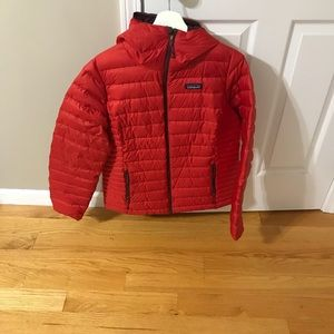 Patagonia ladies hooded short puffer jacket red